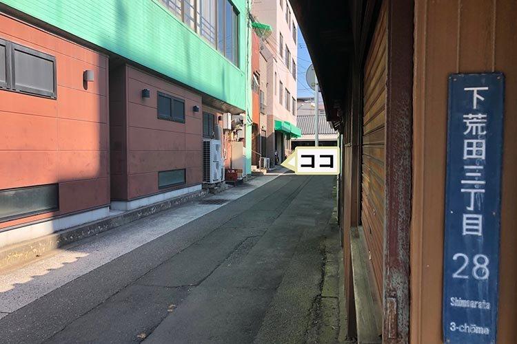 試着室前の路地